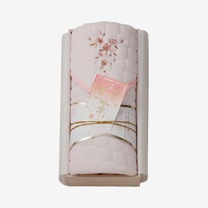 王華 さくら刺しゅう敷パット(木箱入り) ピンク